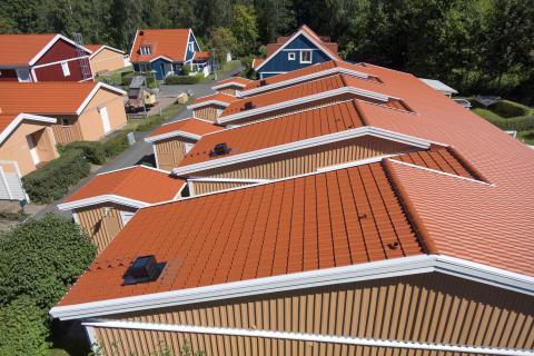 Stora bostadsrättsföreningar i Mariestad valde Moniers kompletta takkoncept med projektsupport och 15 års Tätt Tak-garanti