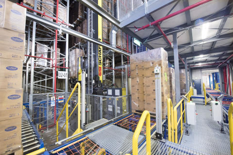 De installerede pallekraner er af typen Exyz. Kranerne henter de paller, som skal lagres i højlageret ved handoverstationerne.