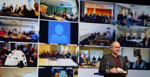 Pellegrino Riccardi hilser på resten av kontorene fra Studentersamfundet i Trondheim