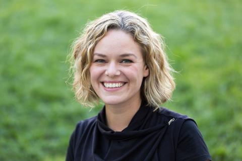 Vikten av transparens i en faktaresistent värld - Wikimedia Foundations Katherine Maher  talar i Stockholm