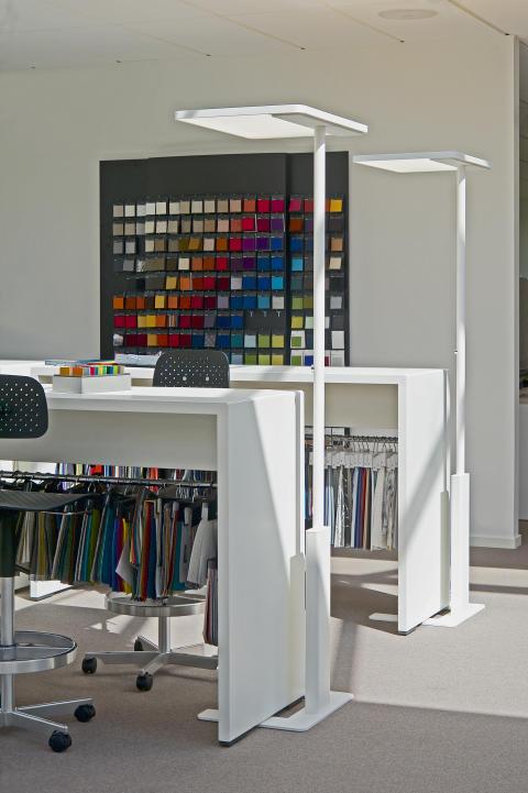Linea - Elegant frittstående gulvarmatur med LED