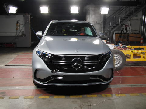 Mercedes-Benz EQC side impact test 2019