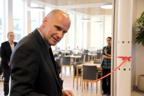 Byråd for næring og eierskap, Geir Lippestad, deltok på åpningen av de 35 nye Omsorg+ boligene.