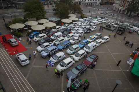 Rekordmånga körde elbilsrally för bättre laddmöjligheter runt Öresund