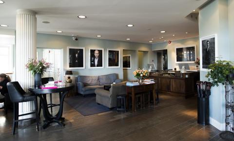 """Chunky, Färgglatt, Rockigt..."" i Lydmar Hotels nya lobby"
