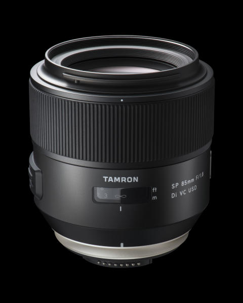 Tamron SP 85mm F/1,8 Di VC USD, med svart bakgrund