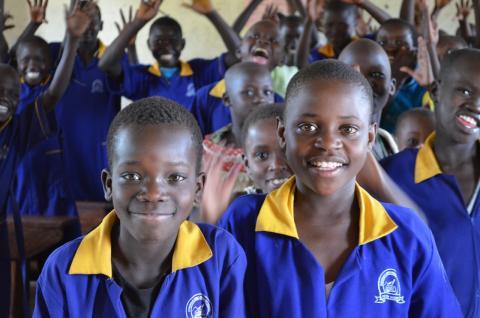 The Body Shop stöttar War Child med mål att finansiera sex miljoner skollektioner i krigsdrabbade områden