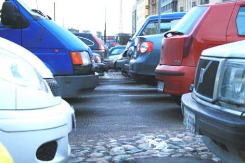 Många bilar på hal is