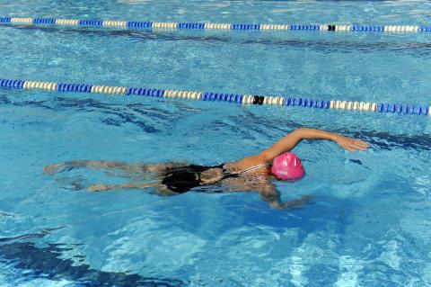 Stila i poolen: Crawlkurs för vuxna på solsemestern