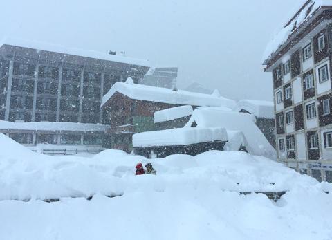 Hög lavinfara i Alperna – snörekord med 150 cm nysnö den senaste veckan