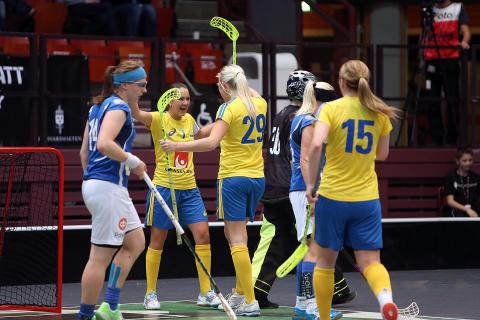 Dam: Sverige slog Finland i svängig match