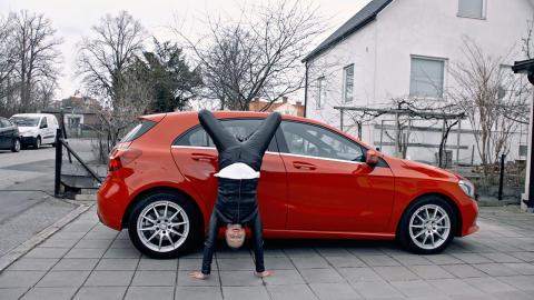 Regina Lund köper bil på Blocket
