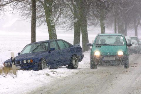 Flere velger piggdekk på grunn av dårlig vinter
