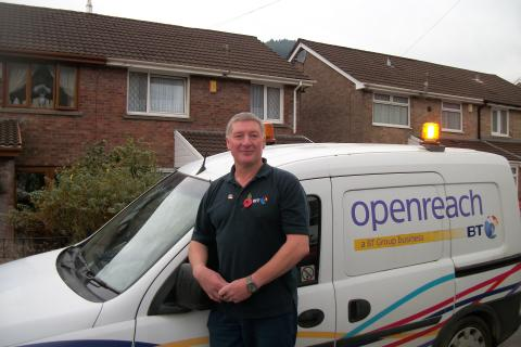 Chivalrous Openreach engineer to the rescue of returning holidaymakers