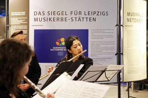 """Kulturerbe-Siegel für Leipzig: Ausstellung """"Europäische Notenspuren"""" bis 8. April 2018 im Hauptbahnhof"""