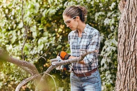 Puutarhaan monikäyttöinen akkutyökalu