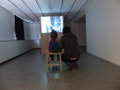 """Videokonsten """"tillsammans väntar vi på oss"""" visas på Tändsticksmuséet"""