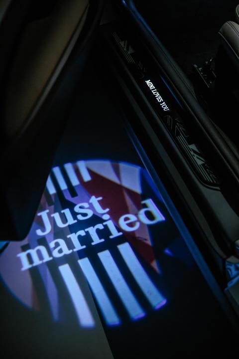 En spesiell MINI for en spesiell anledning: «Just married»