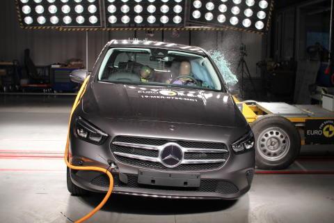 Mercedes-Benz B-Class Side crash test June 2019