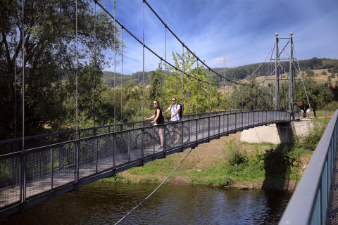 Einzige Hängebrücke über die Saale zwischen Groß- und Kleineutersdorf