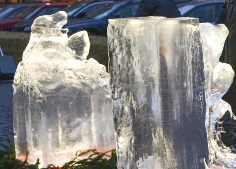 Nytt försök med isskulpturer på Stortorget