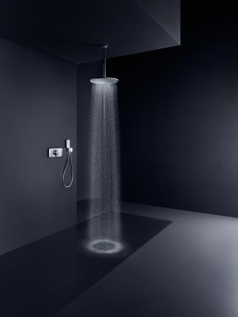 AXOR Showers 350 i miljö med AXOR One termostat och handdusch