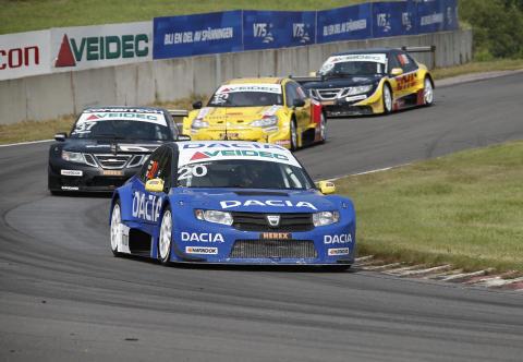 Andersson och Dacia laddar för STCC-seger i prestigekamp