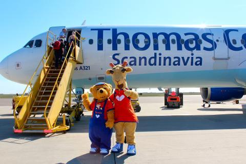 Lollo og Bernie, Spies' populære maskotter, har også i år været på Bornholm for at vinke farvel til gæster på Spies' feriefly.