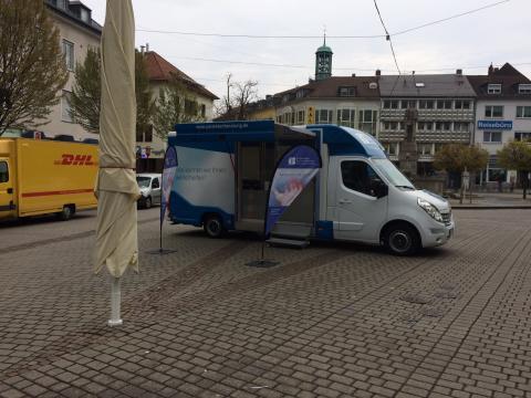 Beratungsmobil der Unabhängigen Patientenberatung kommt am 26. Juni nach Darmstadt.