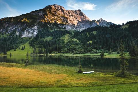 Der Lauenensee im Berner Oberland; Copyright: Schweiz Tourismus/Roland Gerth