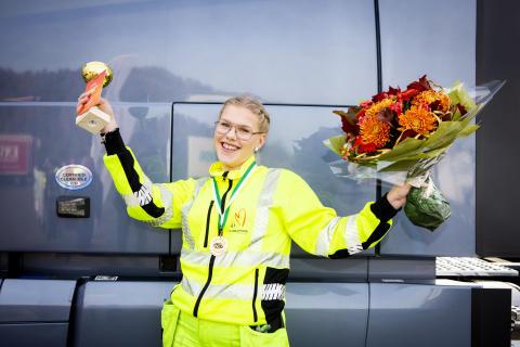 Mimmi vann kvaltävling till Yrkes-SM för unga lastbilschaufförer i Värnamo