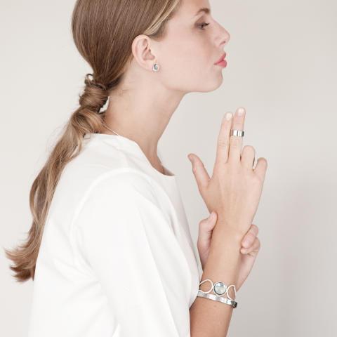 Smykker av norsk design med god kvalitet.