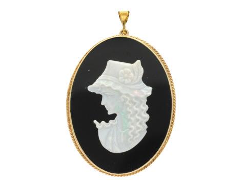 Julklappsauktionen 19 december, Nr: 208, HÄNGE, 14K guld, camé, onyx, opal
