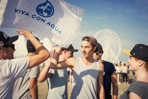 Viva con Agua in Action auf dem Southside Festival