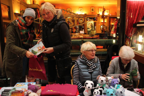 Großer Erfolg: Bärenherz-Weihnachtsbasar 2015