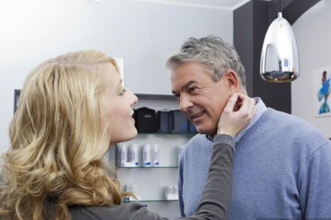 Kommunikationshandwerk Hörakustik: Maßarbeit Hörsystem-Anpassung