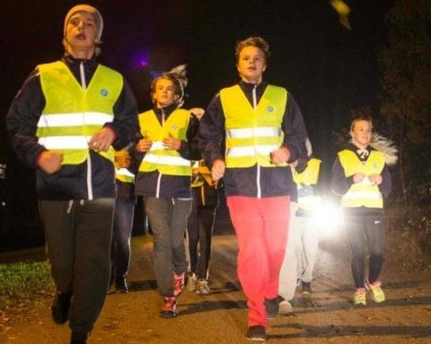 Nuoret voivat yllättää autoilijan pimeässä ilman heijastinta liikkuessaan