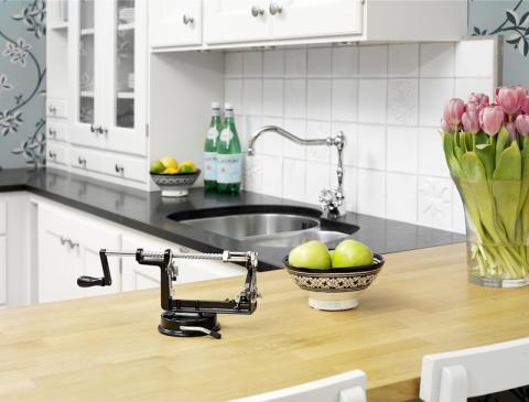Äppelskalare i kök
