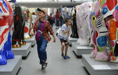 Elephants parade back into Central London