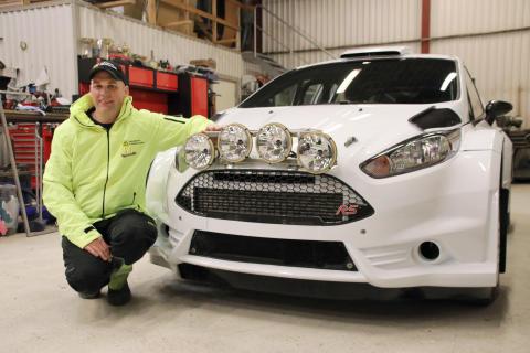 Johan Holmberg_med bil