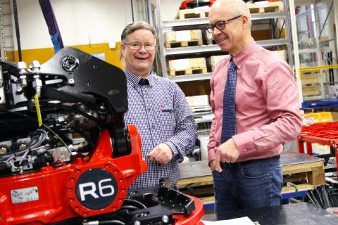 Roger Norgren och Anders Jonsson firar 30-årsjubileet med att smida planer för 2016, ett år som tar Rototilt® ut på nya marknader.
