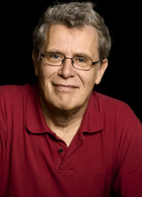 Filmen introduceres af tidligere filmlektor Peter Schepelern.