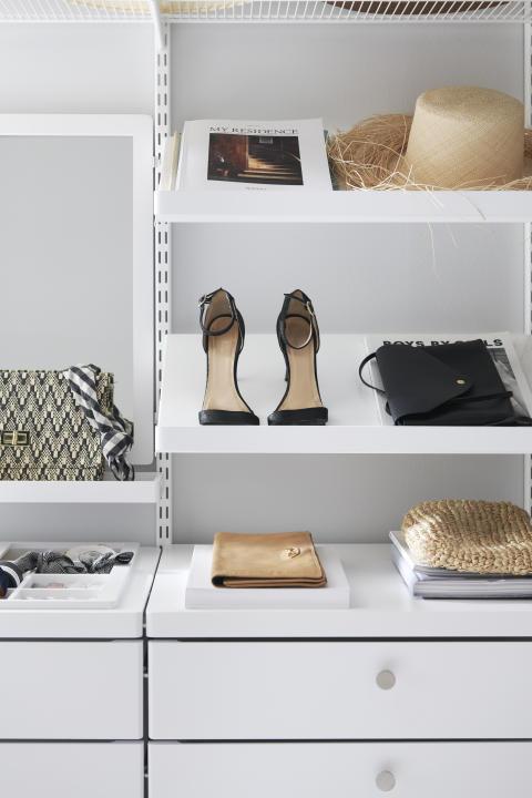 NO - Elfa-decor-walkin-closet-angledshelves-2d_HIRES-high300