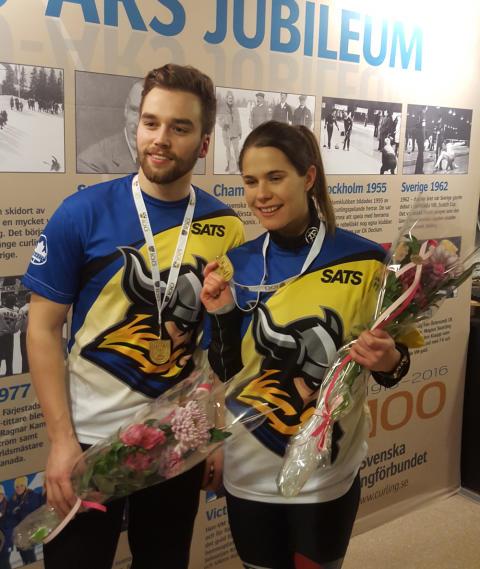 Curling: SM-guldet i mixed dubbel till Anna Hasselborg och Oskar Eriksson