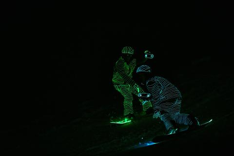 BUCK_LED_Snowboarders_SRS-XB40 von Sony 13