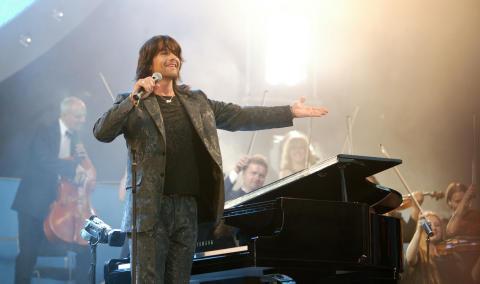 Rhapsody in Rock ROBERT WELLS