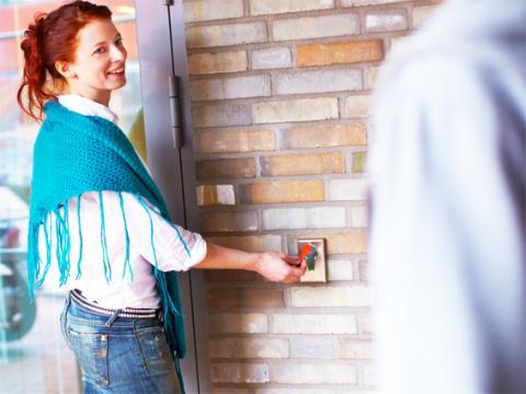 Familjebostäder installerar Aptussystem