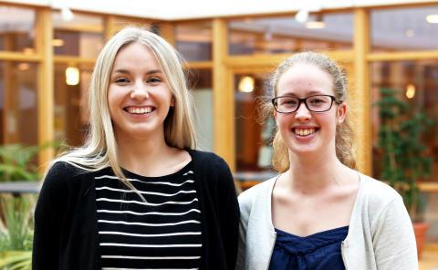 Linn Andersson och Linda Hummehielm, studenter på Högskoleingenjörsprogrammet i energi- och miljöteknik