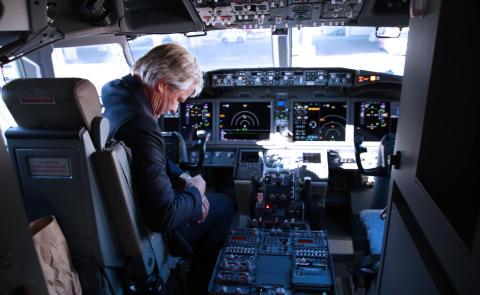 Bjørn Kjos i Norwegians første Boeing 737 MAX-fly