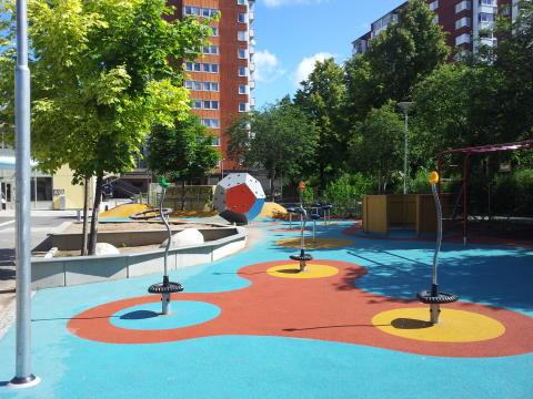 Invigning av skolgård och ny KOMPAN lekplatsutrustning på Stenhagsskolan i Akalla!